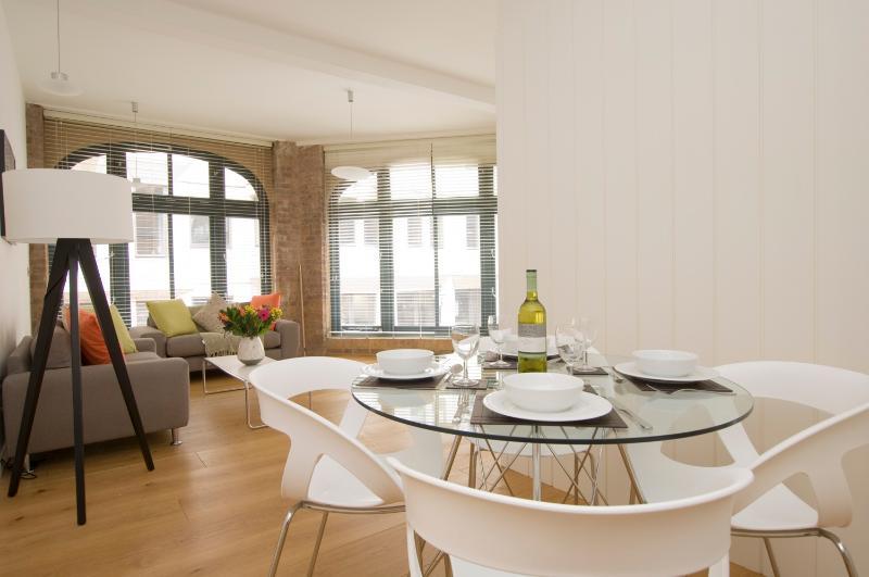 Stylish 2 Bedroom Warhouse-Style Apartment in Soho - Image 1 - London - rentals