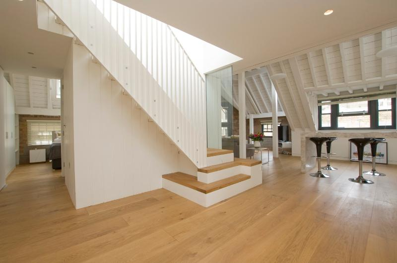 Spacious 3 Bedroom Warehouse-Style Apartment in Soho - Image 1 - London - rentals