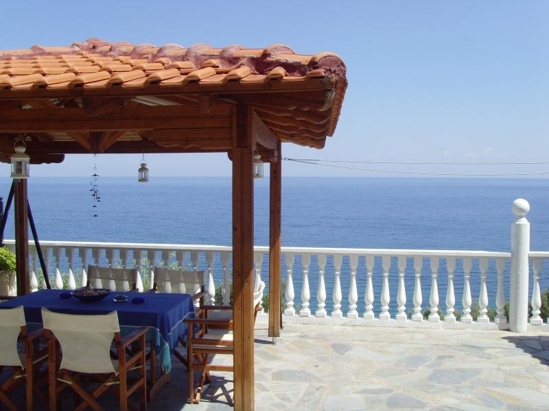 Back Veranda & Barbecue Area - At The Foot Of Mount Olympus In Greece - Macedonia Region - rentals