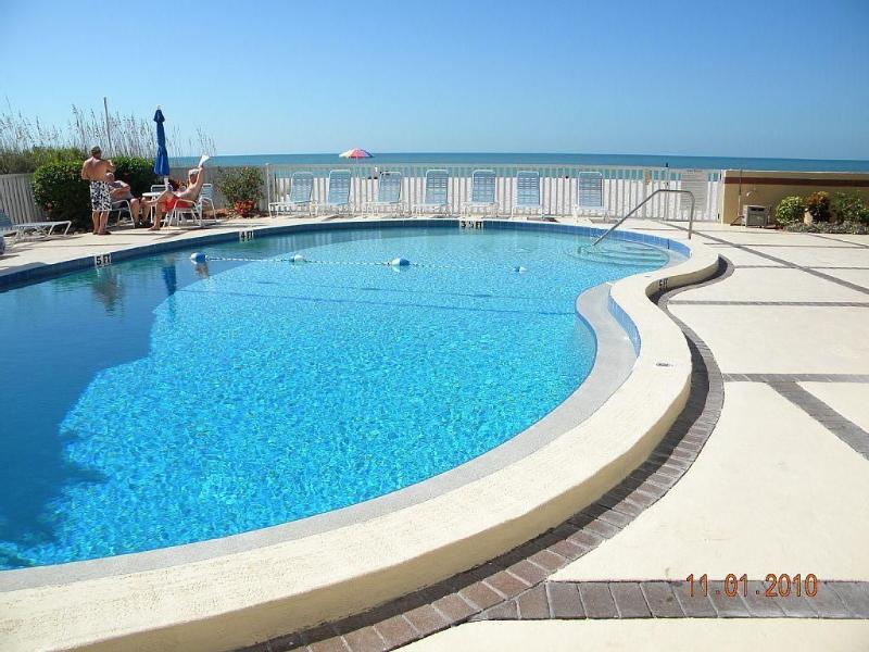 BEACHCOMBER POOL OVERLOOKING THE GULF OF MEXICO,  JUST FEET OUT THE DOOR. - Stunning Gulf of Mexico Sunsets VHBO #  4331915 - Longboat Key - rentals