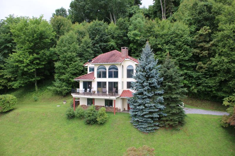 3-Story Home - NC 3-Story Mountain Home w/ Spectacular Views - Burnsville - rentals