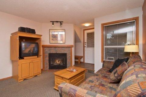 Living room - Glacier Reach Townhouse with private hot tub, Unit #38 - Whistler - rentals