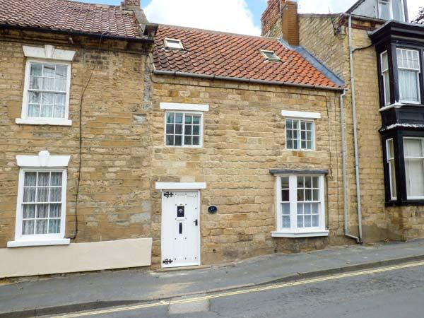 CASTLEGATE COTTAGE, woodburner, walled yard, pet-friendly, WiFi, in Pickering, Ref 921306 - Image 1 - Pickering - rentals
