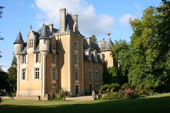 Chateau Allée uxury chateau rental in Potou loire valley  france - Rent chateau in the Loire region of France, castle rental for Frenc - Image 1 - Chauvigny - rentals