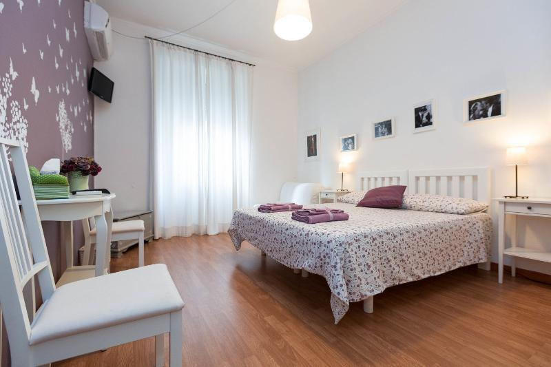 Viola Room - Twin bed + sofa bed - Bathroom inside - GUEST HOUSE I PRATI DI ROMA VIOLA ROOM - Rome - rentals