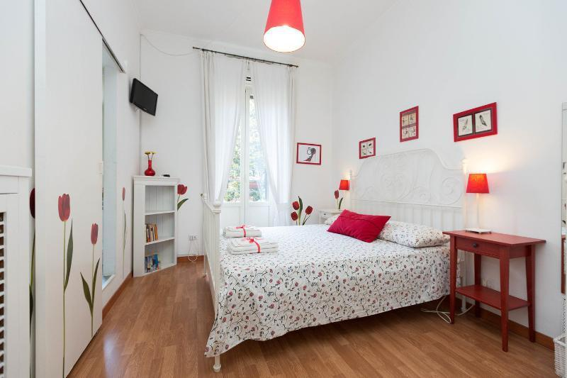Tulipani room - Twin bed - Bathroom inside - Guest House  Tulipani - Rome - rentals