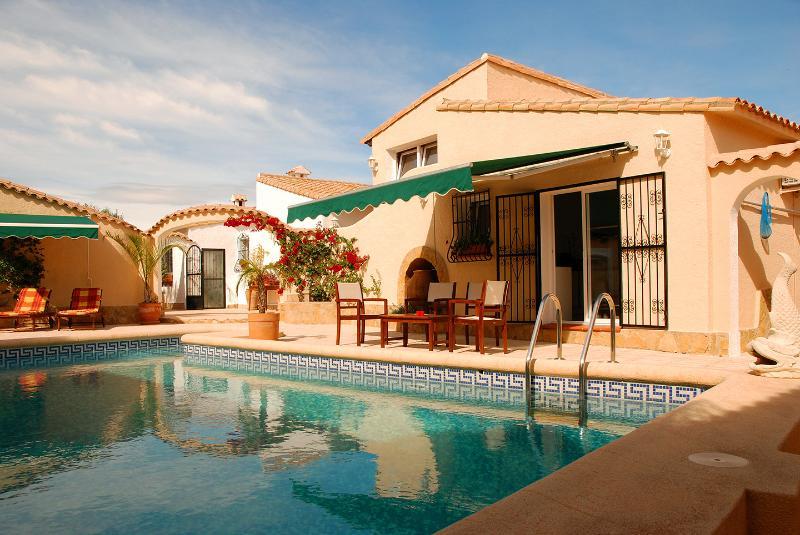 2 bedroom, 2 ensuite villa with pool - views of Med - Image 1 - Benidoleig - rentals