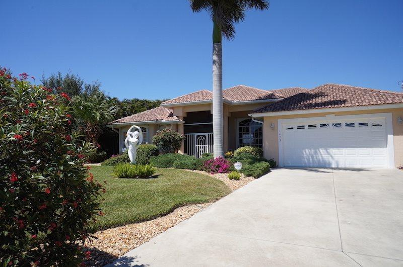 Lake View - Cape Coral Lake Front, 3b/3ba home w/electric heated pool, HSW Internet, - Image 1 - Cape Coral - rentals