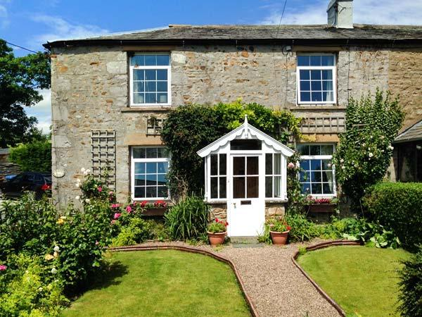 BRIDLEWAYS COTTAGE, lovely cottage, ideal for a family or couple, with open fire, in Far Westhouse, near Ingleton, Ref 10021 - Image 1 - Ingleton - rentals