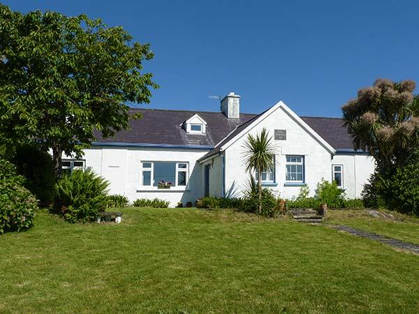 THE OLD SCHOOLHOUSE, open fire, quirky accommodation, great touring base, near Cahersiveen, Ref. 922588 - Image 1 - Cahersiveen - rentals