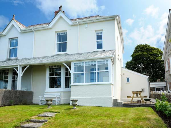 HIGHFIELD, open fire and multi-fuel stove, WiFi, washing machine, surfboard storage, good walks nearby, Camelford, Ref 923586 - Image 1 - Camelford - rentals