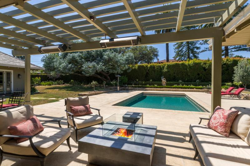 There's plenty of space to hang out by the outdoor fireplace while the kids play in the pool! - Amazing 5BR - Private outdoor pool & jacuzzi, close to downtown - California Dreamin' - Santa Barbara - rentals