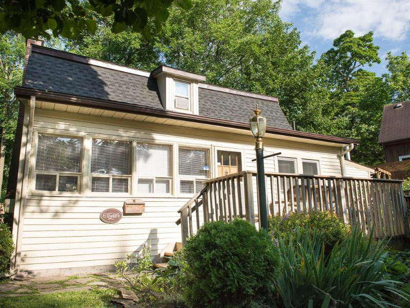 Welcome to Dreamweaver Cottage - sunsets,walks,privacy,wifi,fireplace, gr8 value! - Niagara-on-the-Lake - rentals
