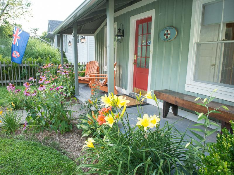 Welcome to Ship Builder's Cottage - Cottage with view-walk to shop,waterfront,theatre - Niagara-on-the-Lake - rentals