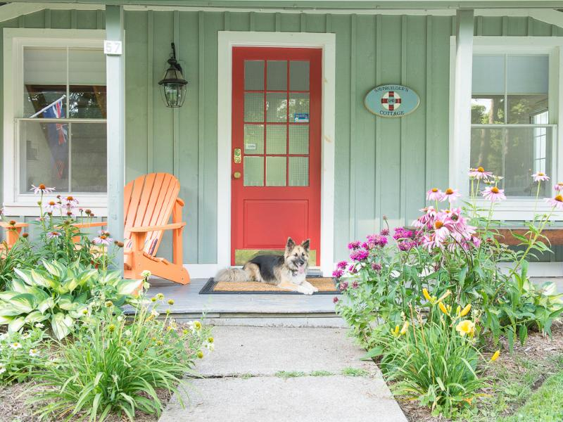 Welcome to Ship Builder's Cottage. We are pet friendly! - Cottage with view-walk to shop,waterfront,theatre - Niagara-on-the-Lake - rentals
