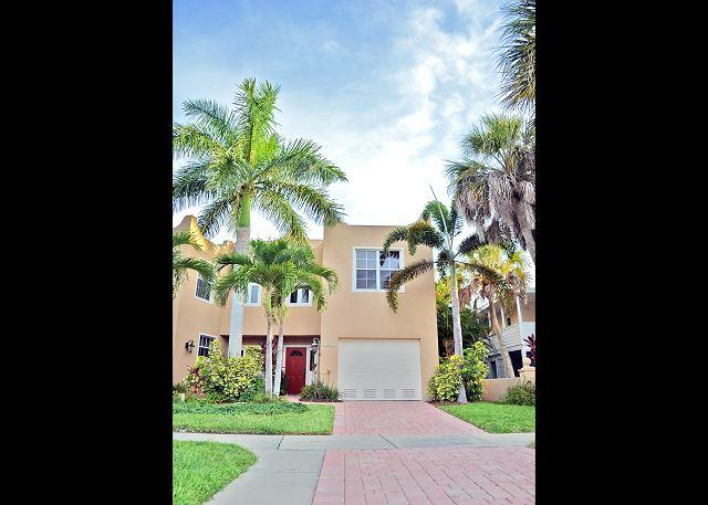 exterior - Siesta Key Townhouse with Pool and Walking Distance to Village and Beaches - Siesta Key - rentals