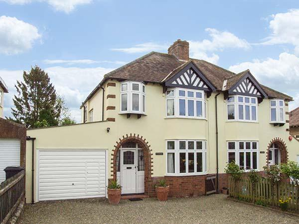 SUNNINGDALE family friendly, large garden, games room in Ludlow Ref 14518 - Image 1 - Ludlow - rentals