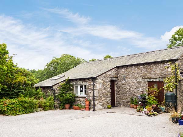 TOPIARY COTTAGE, barn conversion, all ground floor, parking, patio, in Bowness & Windermere, Ref 924892 - Image 1 - Ings - rentals