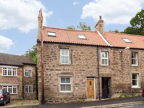 MOTTE COTTAGE, stone-built, en-suites, woodburner, pet-friendly, in Wooler, Ref 926481 - Image 1 - Wooler - rentals