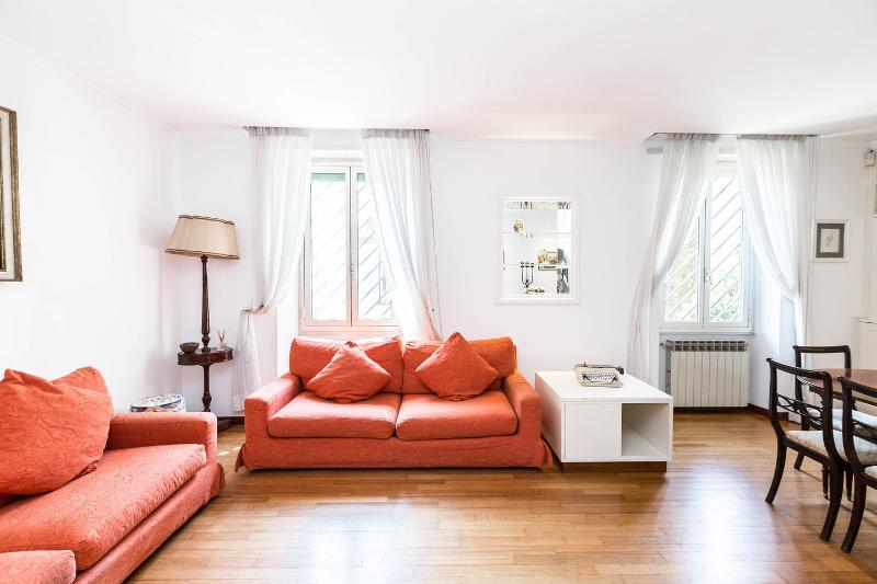 Living Room - Dining Room - Fantastic Gianicolo Apt - Rome - rentals