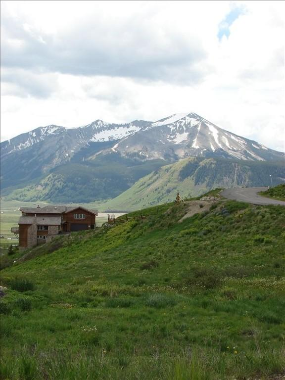 Huge 5 BR Sleeps 14. Hot tub, pool table! Great views, privacy! - Image 1 - Crested Butte - rentals