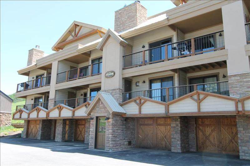 Fantastic Ski in/out condo.  Hot tub, Views!! Pet Friendly - Image 1 - Crested Butte - rentals