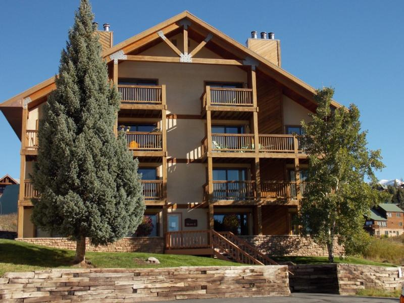 Ponderosa Condo-renovated 2 BR, hot tub, deck, views! Walk to slopes! - Image 1 - Crested Butte - rentals