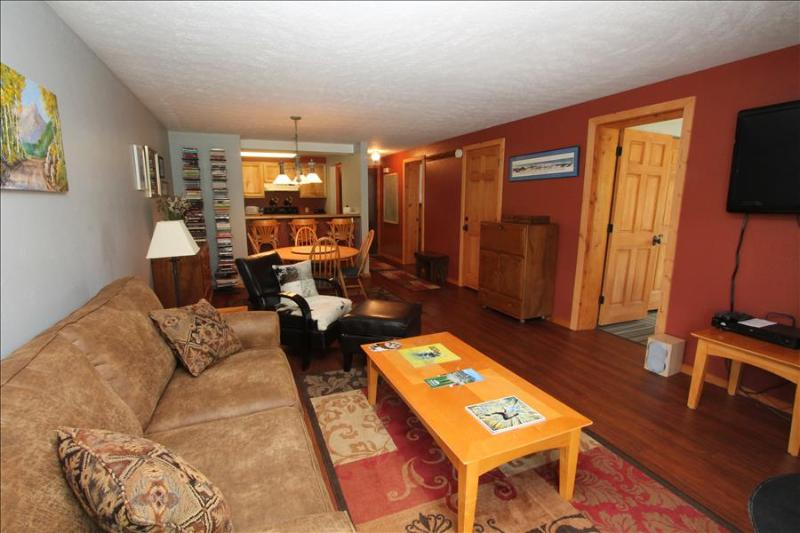 Comfortable 2 BR at the Chateaux. Pool, hottub, sauna, shuttle! - Image 1 - Crested Butte - rentals