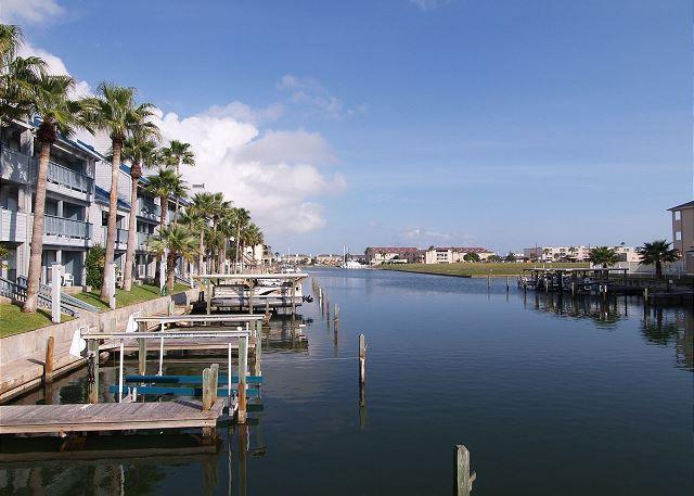 Nice view down the canal - Penthouse condo overlooking the canal and the pool! - Corpus Christi - rentals
