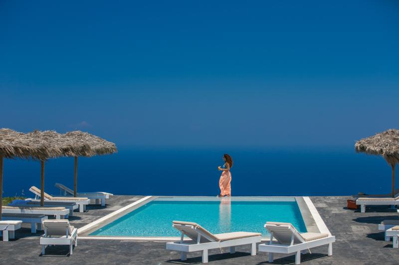 POOL - Spacious villa - superb views of the Aegean Sea - Imerovigli - rentals