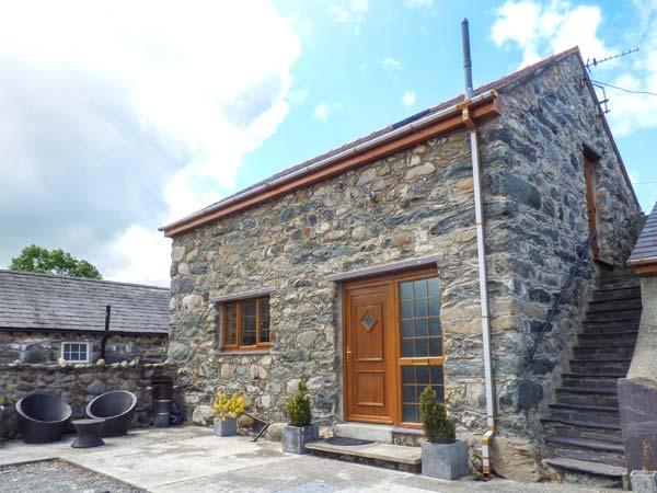 Y BEUDY, detached barn conversion, king-size bed, WiFi, romantic retreat, in - Image 1 - Pentir - rentals