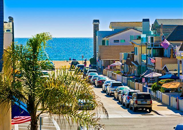 Just steps to the sand! - 15% OFF NOV 1-22- Ocean View, Steps to Beach, Restaurants and Bay! - Newport Beach - rentals
