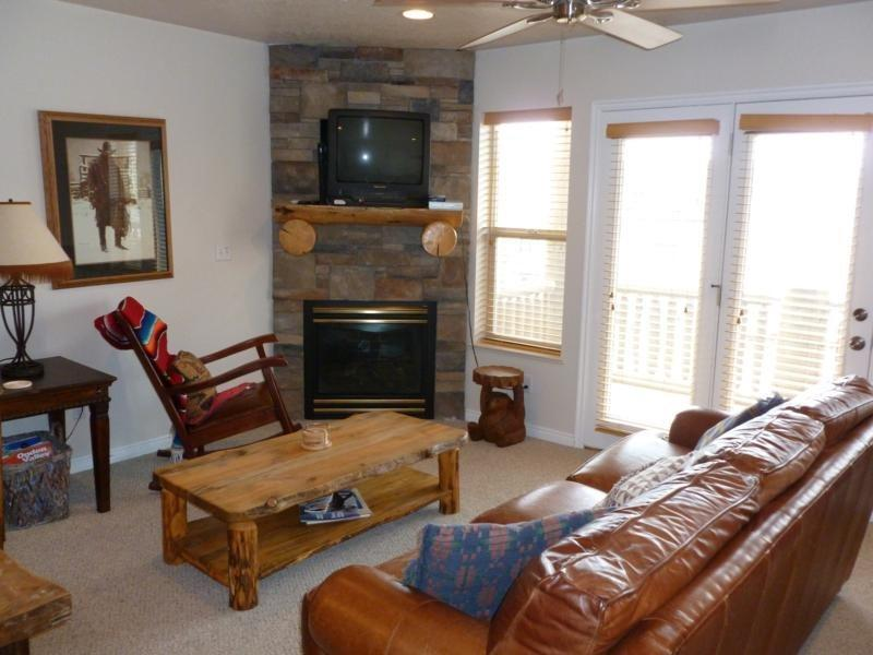 Living Room - Deluxe 3 BR condo with a rear walkout directly to the hot tub - Eden - rentals