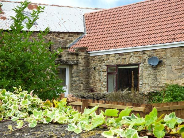 BARFORTH HALL COTTAGE, stone-built, four poster bed, hot tub, romantic retreat, near Barnard Castle, Ref 915731 - Image 1 - Langthwaite - rentals