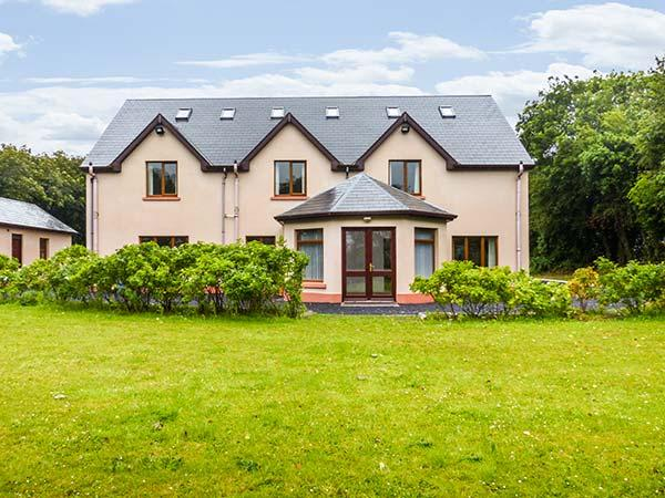ORCHARD HOUSE, excellent cottage, en-suites throughout, large grounds, spacious, country views, near Ballyvaughan, Ref. 920711 - Image 1 - Ballyvaughan - rentals