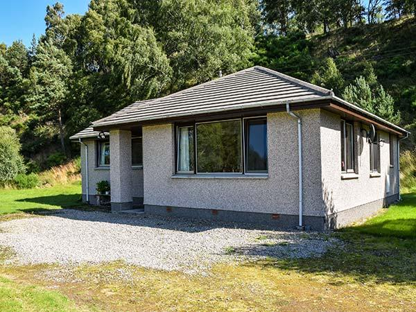 TIGH AN TEARLACH all ground floor, pet-friendly, superb views in Kincraig Ref 924430 - Image 1 - Kincraig - rentals