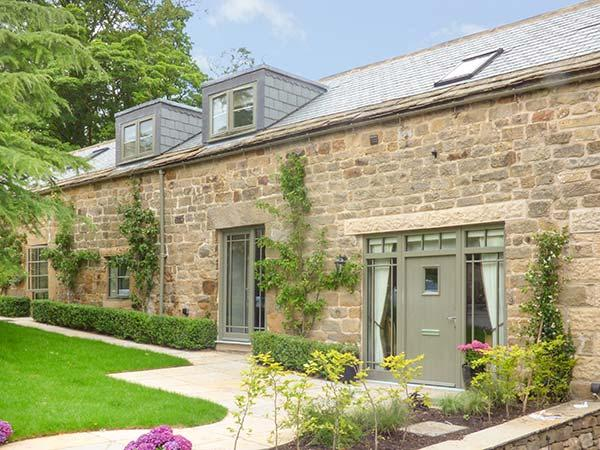 THE OLD STABLES, character barn conversion, en-suite, country views, in Ashover, Ref. 927574 - Image 1 - Ashover - rentals
