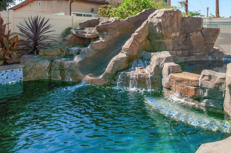 Shared pool, hot tub & splash pad! 1 mile from Disneyland! - Image 1 - Anaheim - rentals