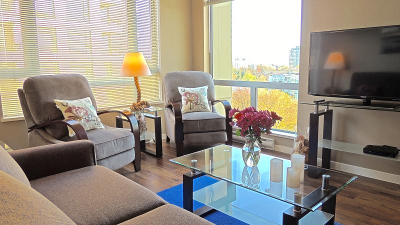 Victoria Southside Suite - Sunny 1 Bed + Den - Image 1 - Victoria - rentals