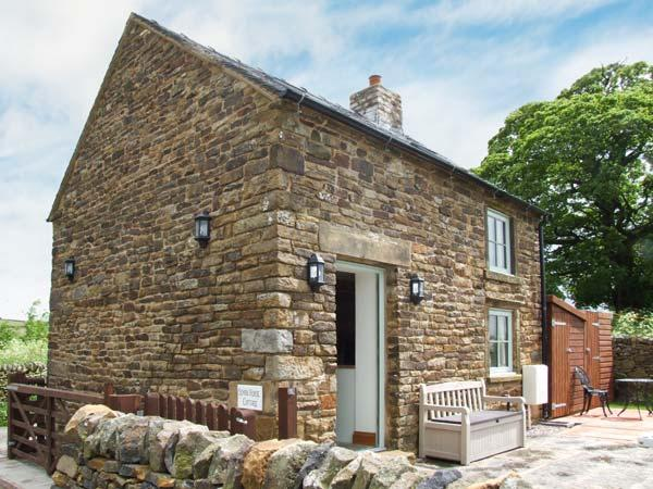 OLD SCHOOL HOUSE, pet-friendly, woodburner, bike storage, near Longnor, Ref. 925742 - Image 1 - Longnor - rentals