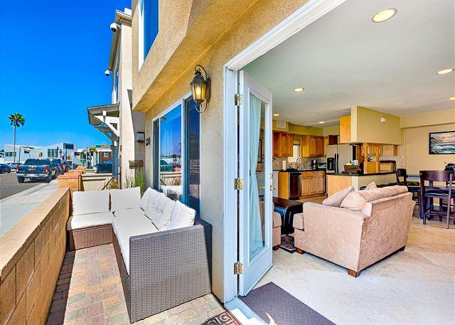 Alternate view of outdoor area. - 25% OFF SEP - 3BR House W/ AC!-Steps Away From The Beach, Restaurants and Bay - Newport Beach - rentals