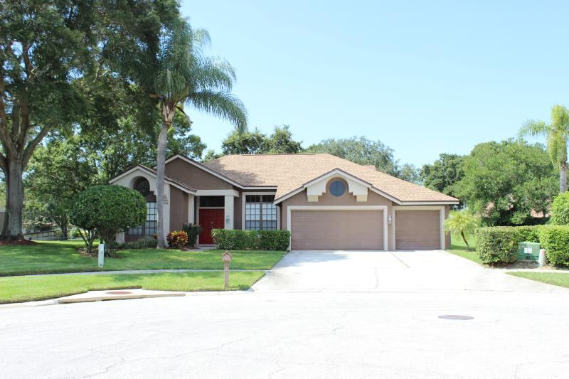 The Pine Warbler 4 Bedroom Pool Home on a quiet cul-d-sac. - Pine Warbler Home, Luxury 4 Bdrm 2-1/2 Bath W/Pool - Clearwater - rentals