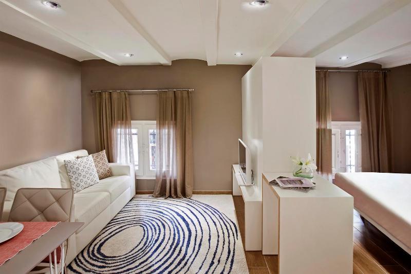 Modest Studio Apartment in Gracia - Image 1 - Barcelona - rentals