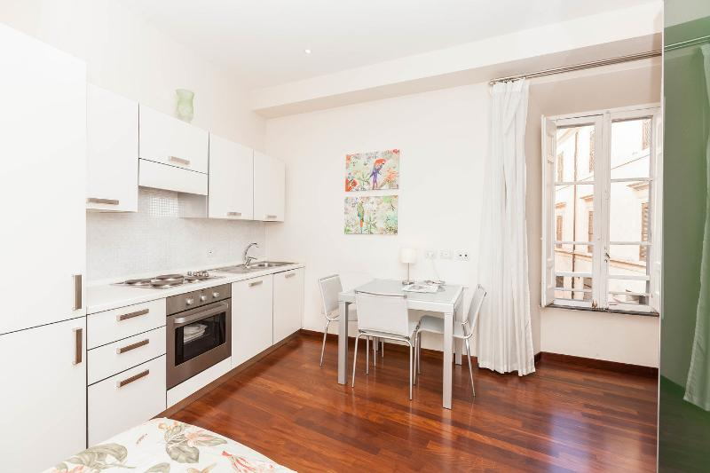 Kitchen - Dining Room - Charming apartment in Monti neighborhood 4 blocks by the Colosseum (2-3 guests) - Rome - rentals