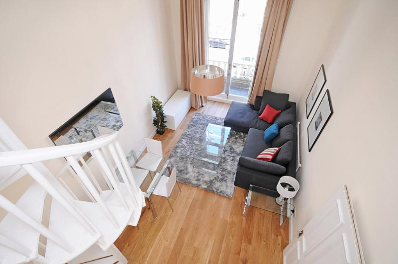 Spiral staircase! 4 metre high ceilings!! - SUPERB! 2 Bed Kensington + Free Wifi & **BALCONY** - London - rentals