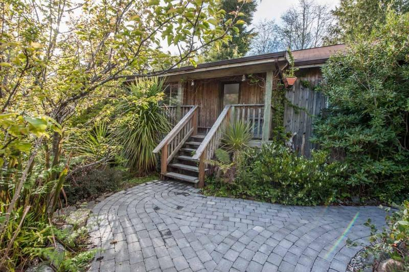 Main Entrance - The Dunes Cabin at Chesterman Beach - Tofino - rentals