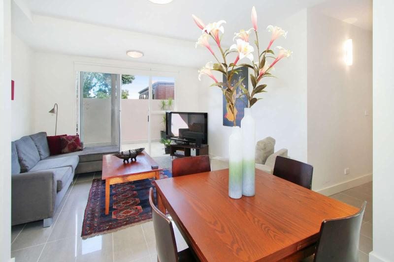 4/114a Westbury Close, East St Kilda, Melbourne - Image 1 - Balaclava - rentals