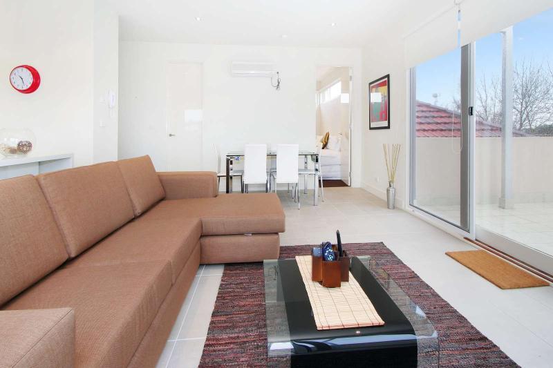12/114a Westbury Close, East St Kilda, Melbourne - Image 1 - Balaclava - rentals