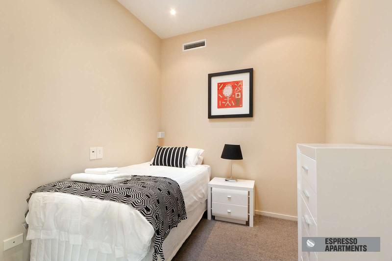 38/220 Barkly Street, St Kilda, Melbourne - Image 1 - St Kilda - rentals