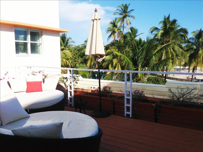 Amazing Oceanfront Penthouse!! Paradise Ocean Drive!! 3 BR with Ocean Views 1CM3CZA - Image 1 - Miami Beach - rentals